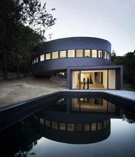 Architects round houses for Artitecture house